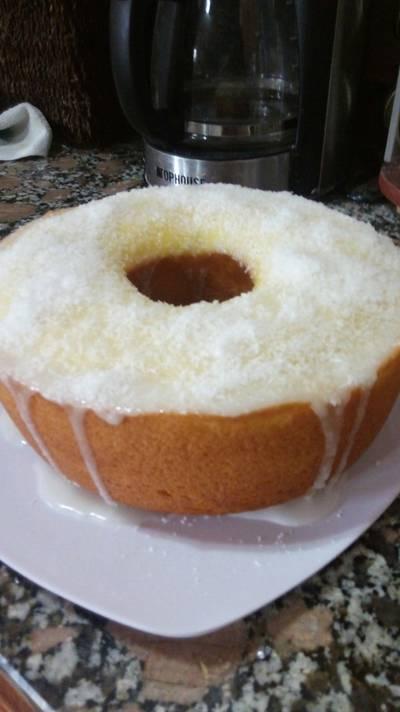 Budín de limón con cobertura de glacé y coco