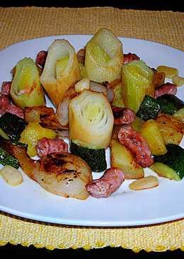 Mini salchichas frescas de carne decorderocon verduras