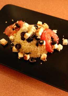 Bulgur al horno con aceitunas negras, tomates y queso feta