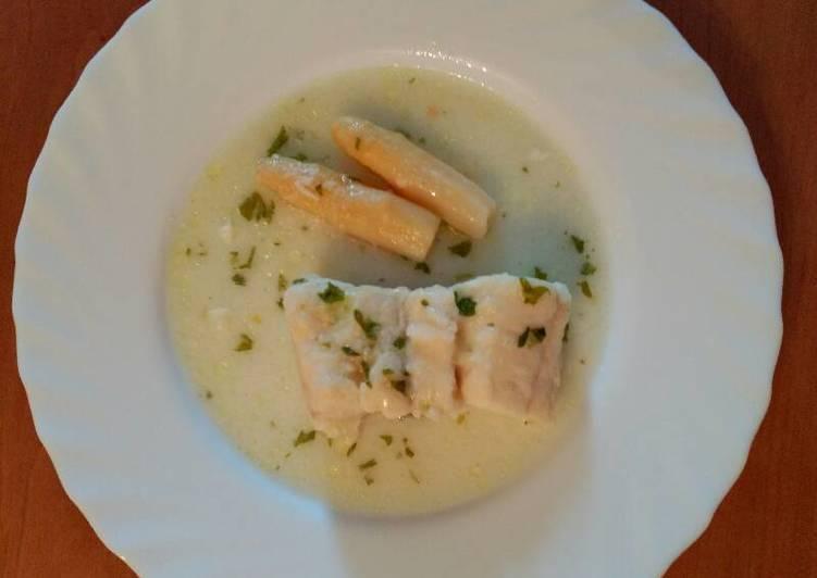 Merluza en salsa verde receta de laura mariju n palacios for Lomos de merluza en salsa verde