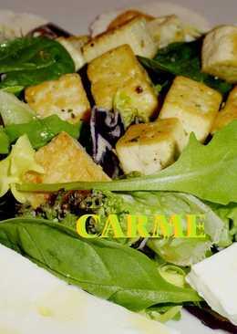 Ensalada templada de tofu y queso fresco