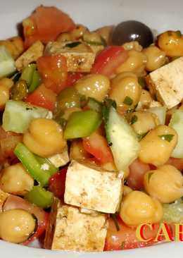 Ensalada de garbanzos con tofu