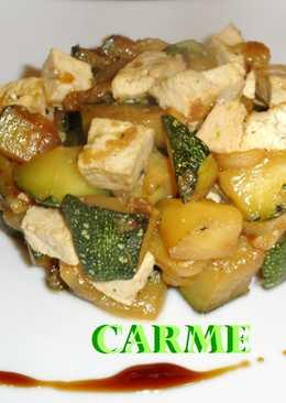 Salteado de calabacín y tofu