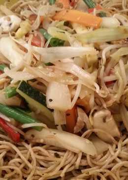 Verduras al wok con espaguetis integrales