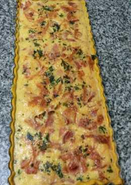 Tarta de jamón, queso y perejil