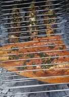 Asado a la parrilla de filet de salmon rosado con provenzal
