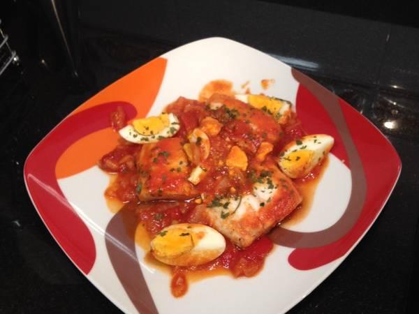 Merluza con tomate