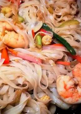 Gambas chow mein en salsa de ostras con noodles de arroz
