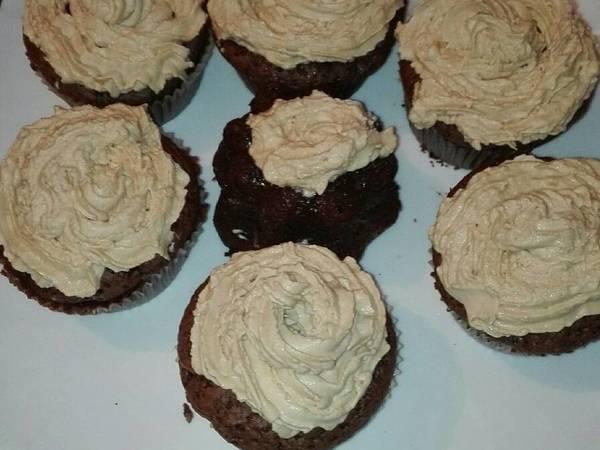 Cupcake de chocolate relleno de crema de queso