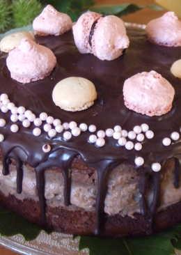 """Pastel """"2000"""" de chocolate, crema de castañas y macarons de frambuesa"""