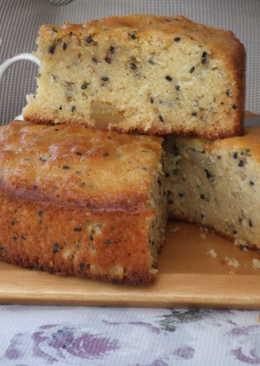 Torta de jengibre y aloe vera escarchadas, con semillas de sésamo negro y blanco