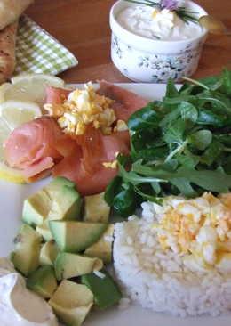 Plato combinado de salmón con pan nan