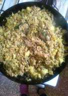 Cazuela de arroz y tornillos