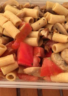Ensalada de pasta integral con champiñones