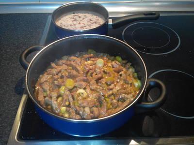 Salteado aromático de chuletas de aguja en salsa barbacoa