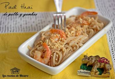 Pad thai de pollo y gambas (noodles fritos estilo Thai)