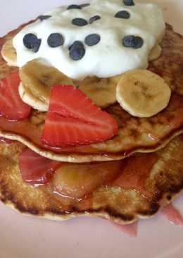 Tortitas de avena integral con plátano y fresas