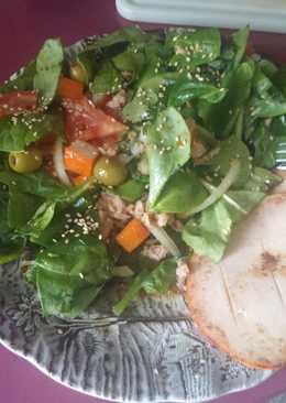 Ensalada de espinacas con salsa de soja y miel