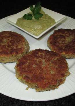 Mini hamburguesas de lentejas y maíz con crema de berenjena asada