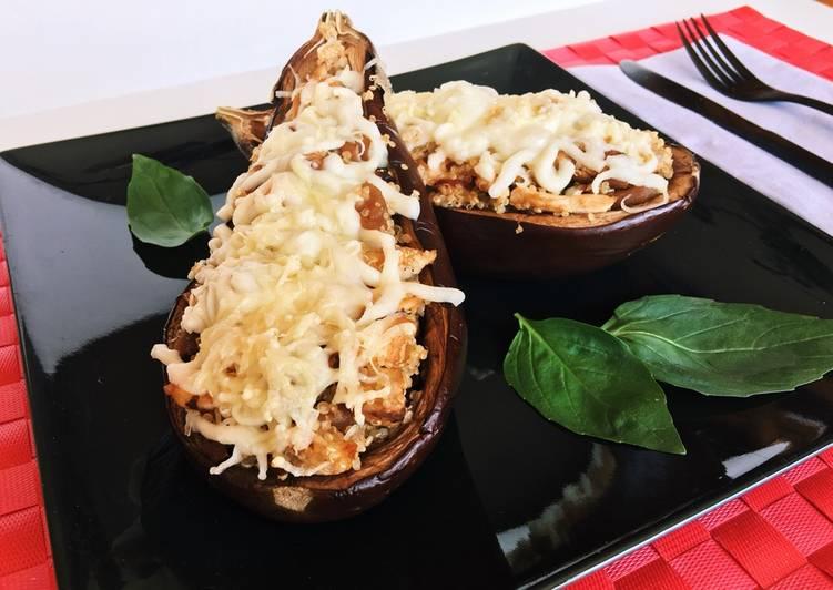 Berenjena rellena con quinoa y pollo