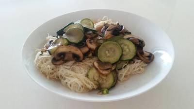 Fideos de arroz veganos, ligeros y fáciles