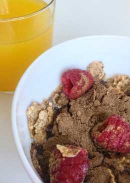 Cereales con cacao y frambuesas