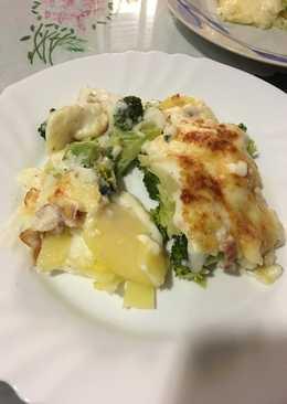 Brócoli, patatas y beicon gratinado