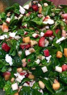 Brotes tiernos con fresas, caquis y frutos secos 🌱🍓🥜🍏