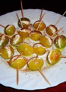 Mini pintxos de uvas Moscatel rellenas de queso