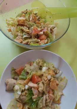Ensalada de pasta con pechuga de pollo y champiñones