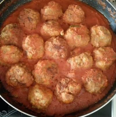 Albondigas de carne con salsa de tomate