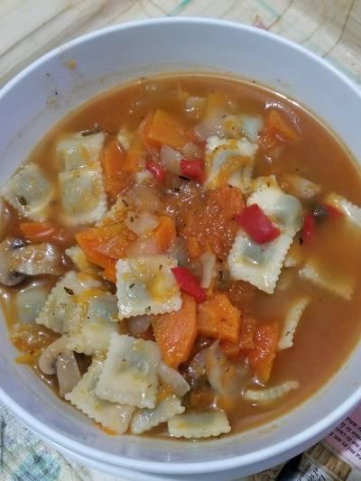 Sopa de verdura con raviolitos