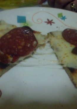 Pizza a la frita con longaniza