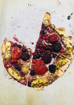 Pizza dulce de frutas del bosque.