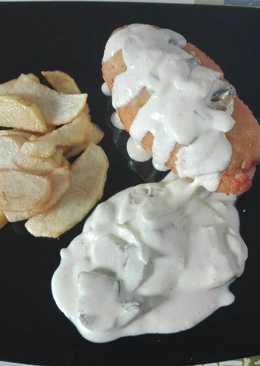 Pechuga rellena de queso curado y jamón cocido. (Empanada)