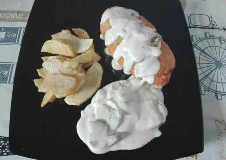 Pechuga rellena de queso curado y jamon cocido. (Empanada)
