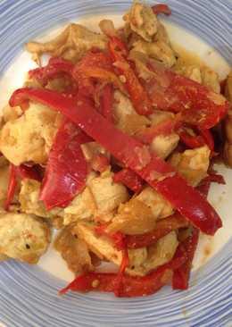 Pechuga de pollo con wok de verduras y especias chinas