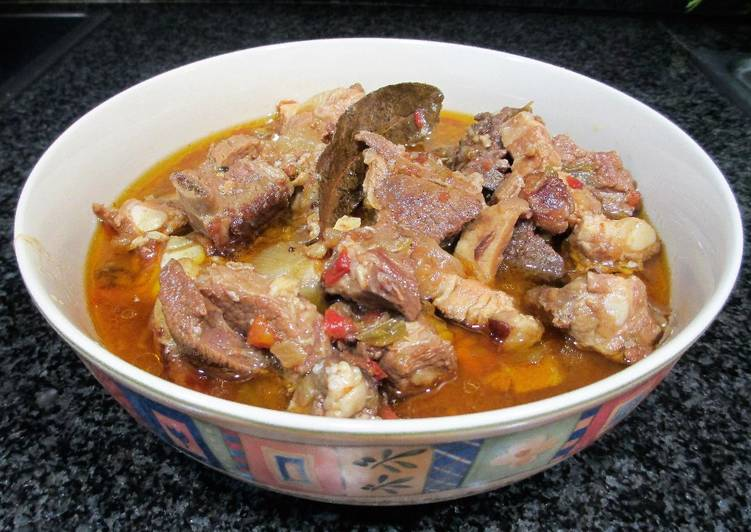 Zarzuela de carne de ternera panceta y costillas de cerdo for Cocinar zarzuela