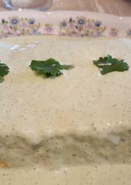 Pudin de puerro y queso con salsa de yogur
