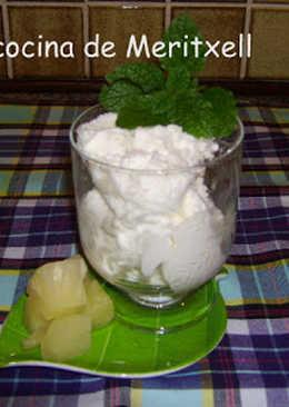 Helado de yogurt y piña sin lactosa