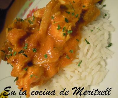 Pechugas de pollo con salsa de coco y curry