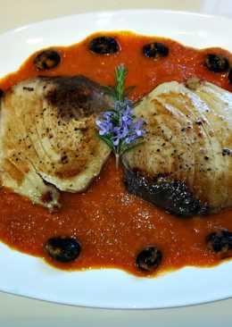 Atún en salsa con aceitunas