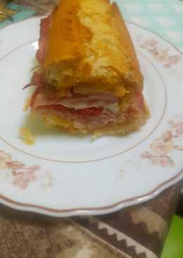 Pan con beicon queso y jamón york
