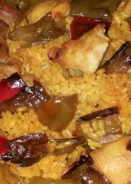 Arroz com pumientos, pollo y longaniza