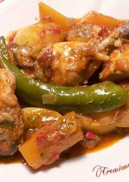 Pollo estofado con tubérculos, en salasa de especias libanesas