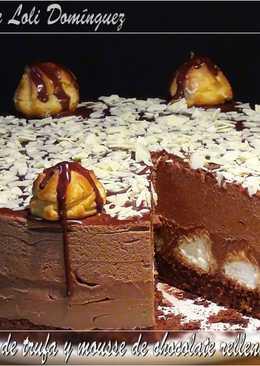 Tarta de crema de trufa y mousse de chocolate rellena de profiteroles