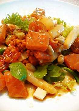 Ensalada de legumbres con salmón marinado