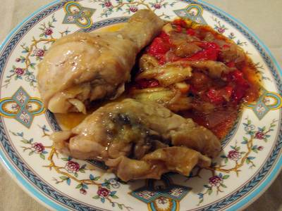 Pollo en salsa con escalibada