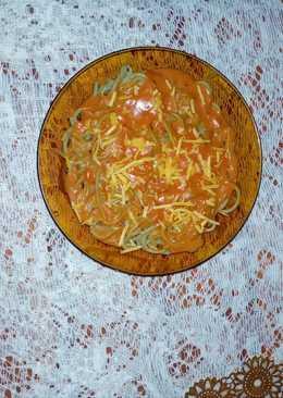 Tallarines de espinaca con salsa Rosa