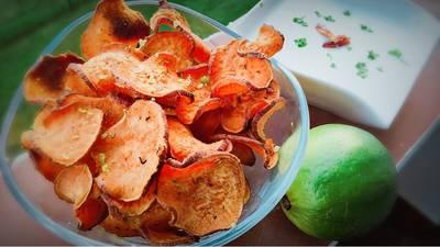 Chips de boniato con Cayena y Lima